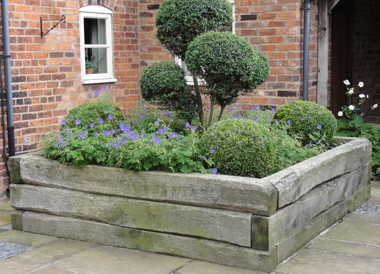 RAISED BED WITH STYLIZED TIMBER SLEEPERS